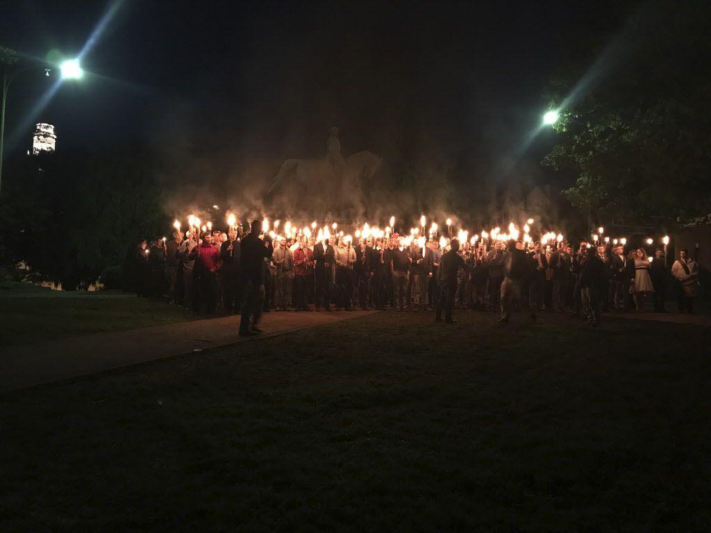 Protesta por el retiro de la estatua de Robert E. Lee en Charlottesville. /AP