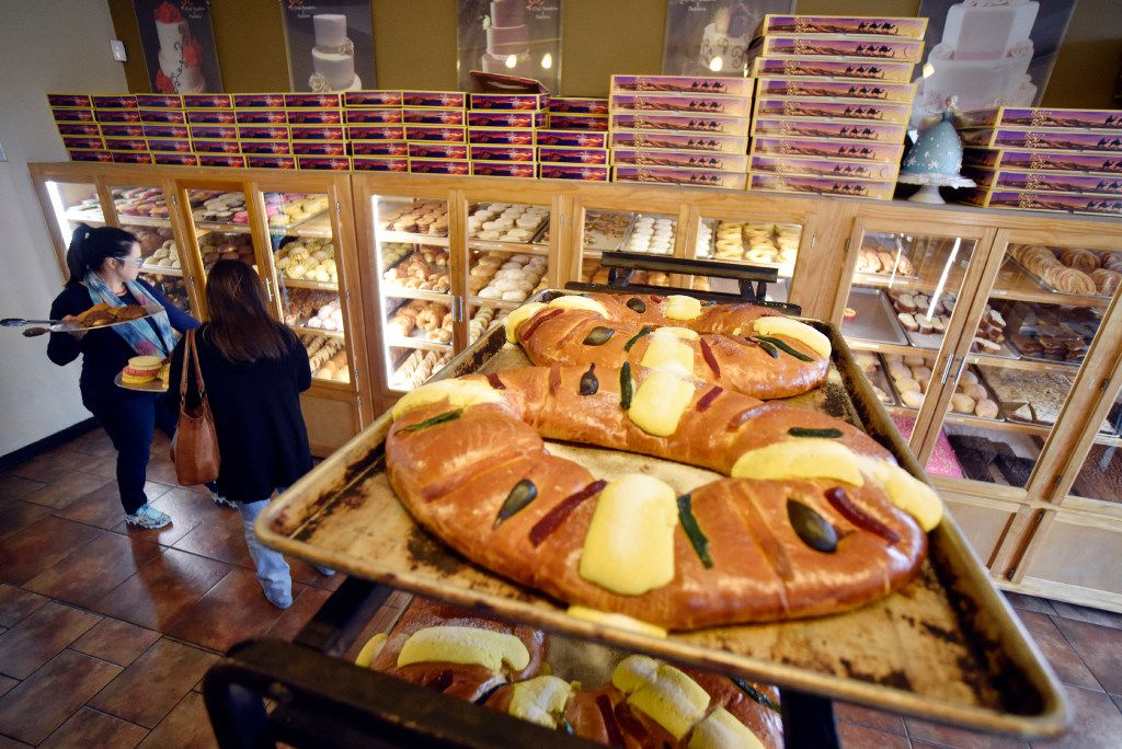 Rosca de reyes contains ingredients like candy, figs and orange. (Ben Torres/Special Contributor)