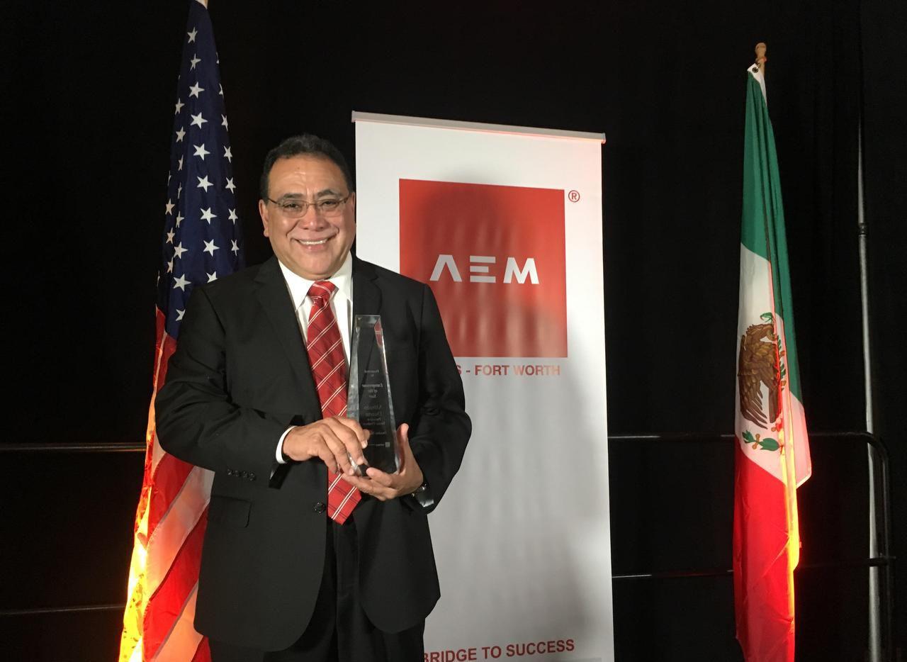 Alfredo Duarte, cofundador y presidente de Taxco Produce recibió el premio de Empresario del Año del capitulo de Dallas-Fort Worth de la Asociación de Empresarios Mexicanos en el Hotel Anatole de Dallas el jueves. (AL DÍA/KARINA RAMÍREZ)