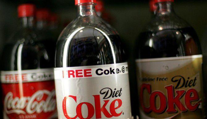 Las sodas de dieta han sido vinculadas a la acumulación de grasa alrededor de la barriga. (Getty Images/Justin Sullivan)