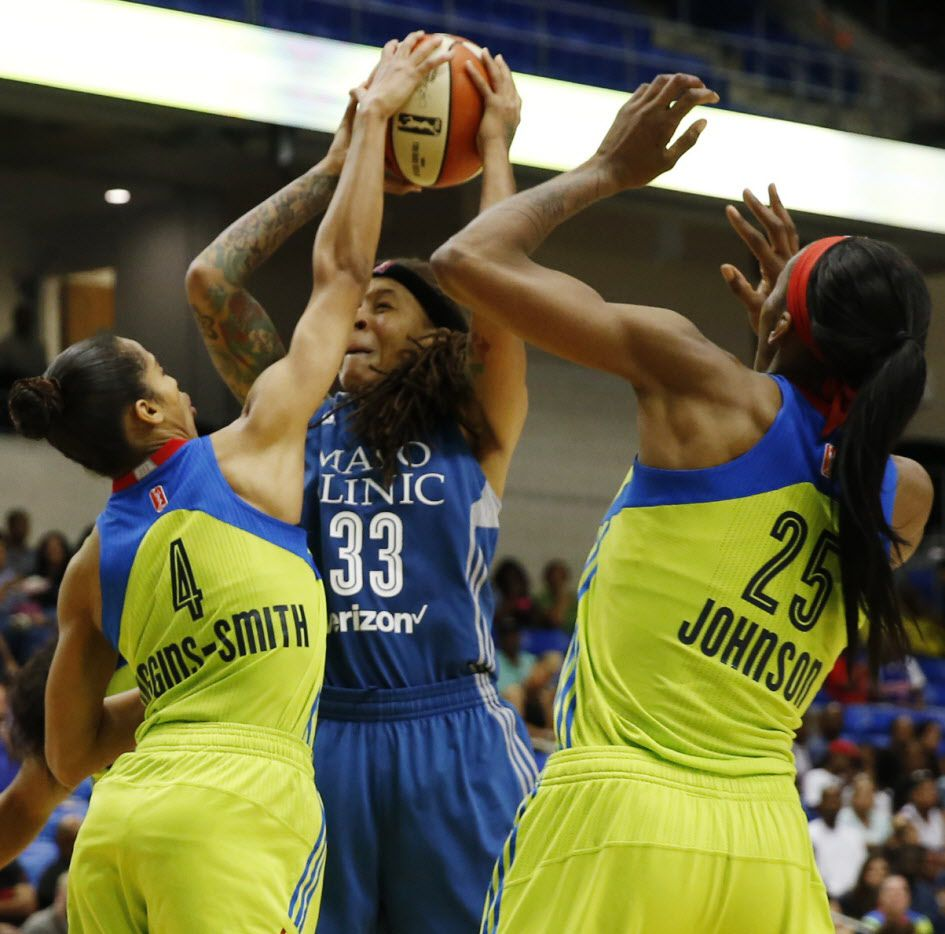 Dallas Wings guard Skylar Diggins-Smith (4) blocks  Minnesota Lynx guard Seimone Augustus (33) for a jump ball during the first half of a WNBA basketball game in Arlington, Texas, Sunday, June 11, 2017.(Tailyr Irvine/The Dallas Morning News)