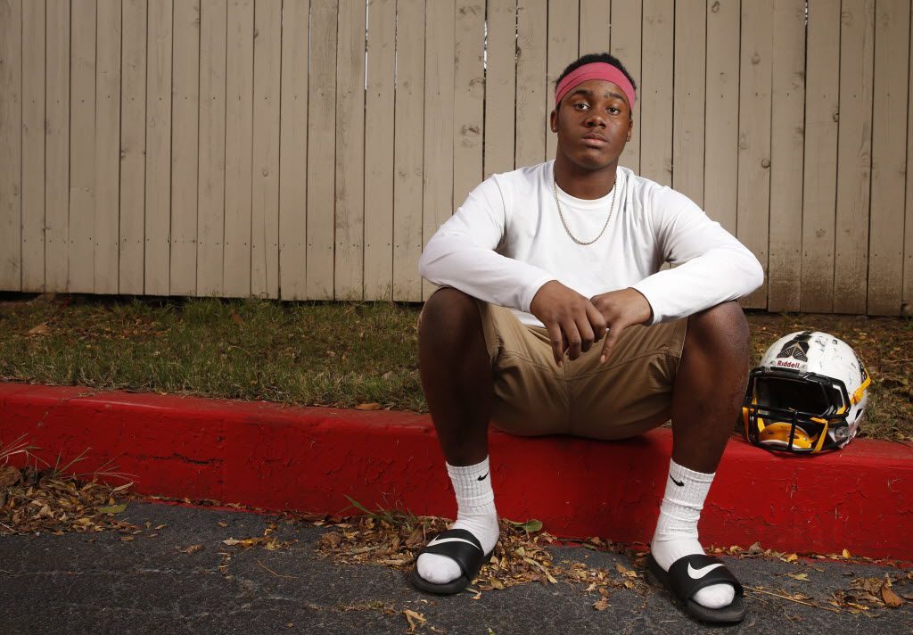 Irving running back James Miles, pictured in this 2015 photo, will attend Fort Scott Community College. (Nathan Hunsinger/The Dallas Morning News)