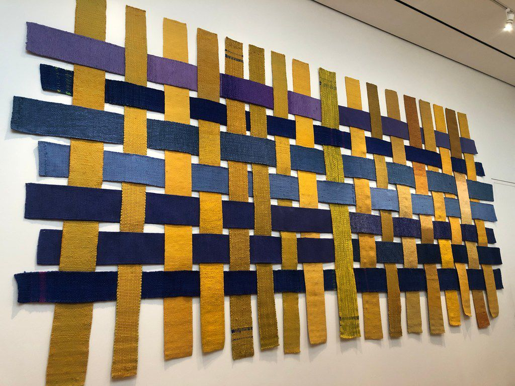 Chaine et trame interchangeable by Sheila Hicks