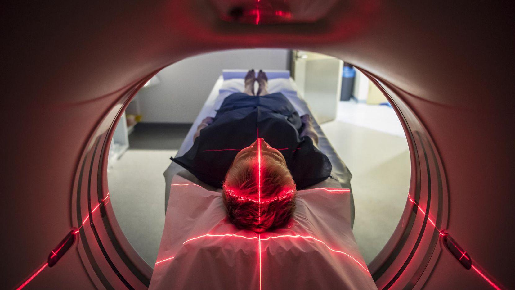 Una tomografía sirve para identificar un posible infarto cerebral. (GETTY IMAGES/iSTOCK)