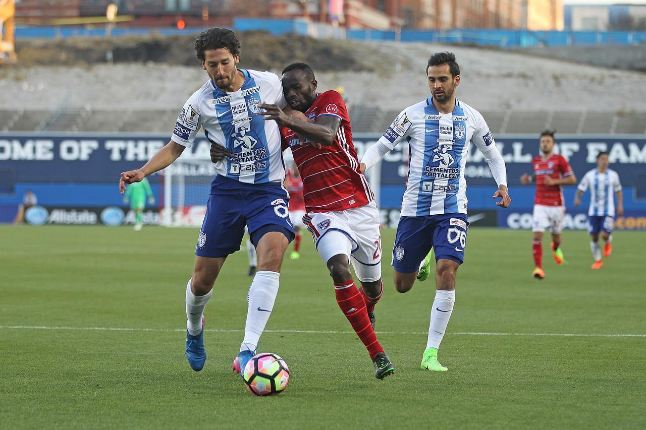 Omar González (izq.) y el Pachuca cayeron 2-1 ante el FC Dallas en Frisco, en la semifinal de ida de la Concachampions. (ESPECIAL PARA AL DÍA/OMAR VEGA)
