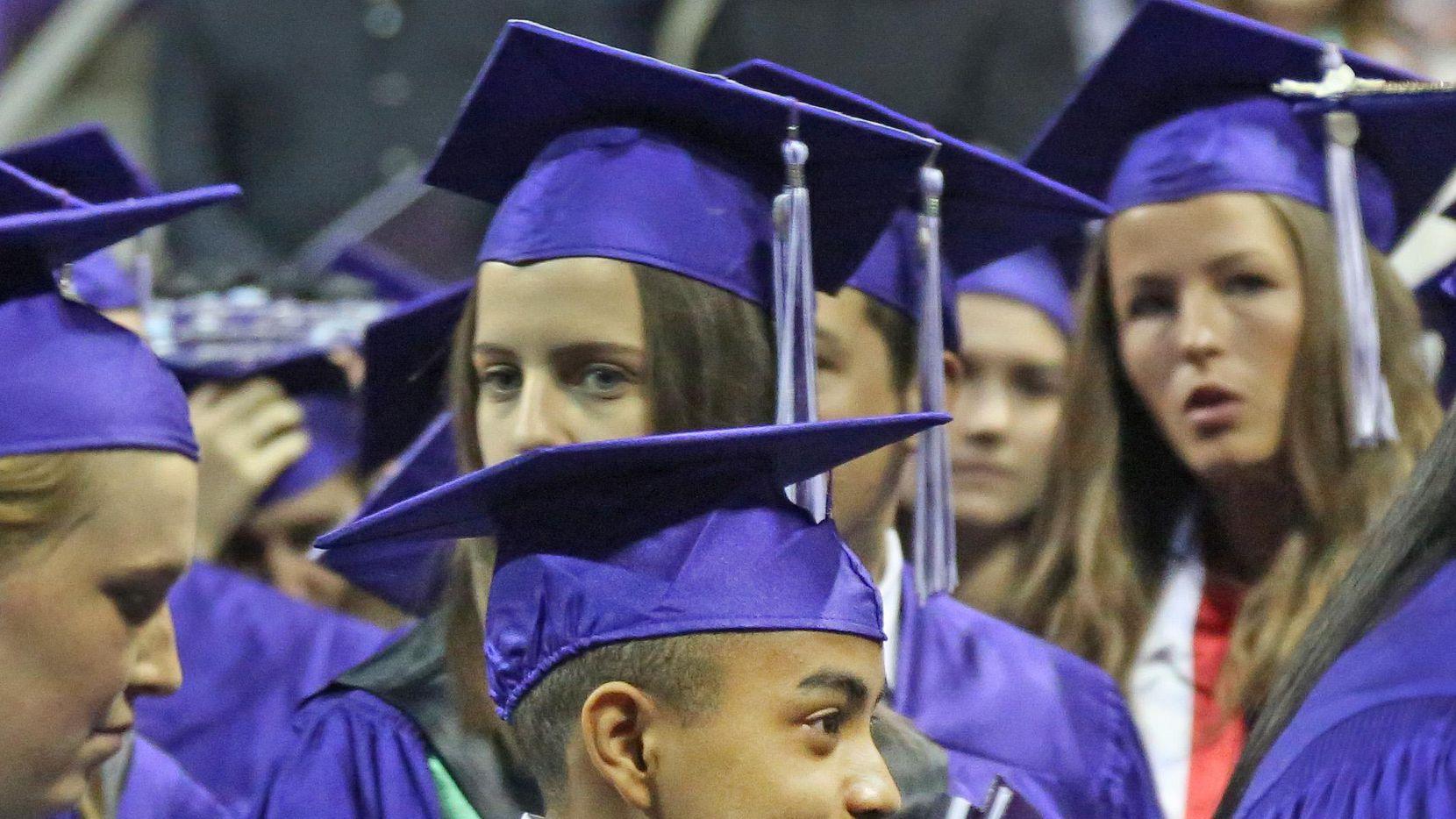 Carson Huey-You se graduó el sábado de TCU, con un título en física.
