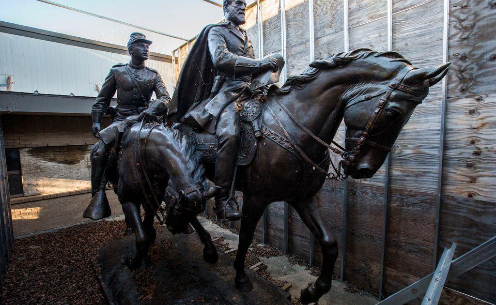Where is Dallas' Robert E  Lee statue now?