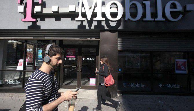 T Mobile, la cuarta empresa de celulares más grande de Estados Unidos, anunció un plan para captar una mayor porción del mercado de bajos recursos. (AP/MARK LENIHAN)