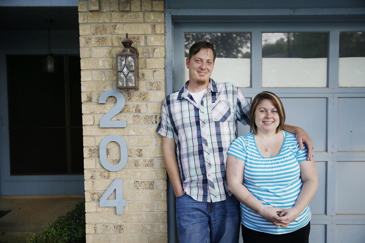 """Jake and Jessica Simpson closed on their new home in Euless this week, but the search was tough. """"A house we were interested in would go on the market at 7:30 in the morning and by noon it's under contract,"""" Jessica says. """"At one house, we made an appointment for 1:30 in the afternoon and they already had 40 offers on the table when we got there."""""""