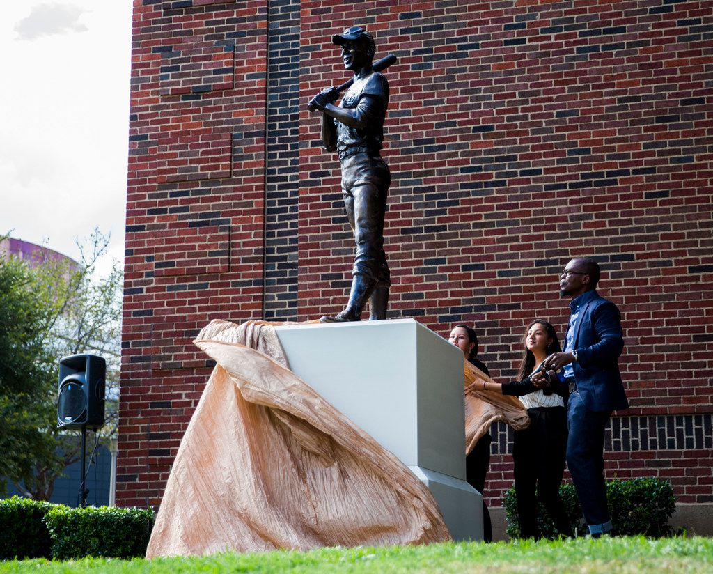 Artist Emmanuel Gillespie, right, unveils his statue of MLB Hall of Famer and Dallas native Ernie Banks on Thursday, September 20, 2018 outside Booker T. Washington High School for the Performing and Visual Arts in Dallas.