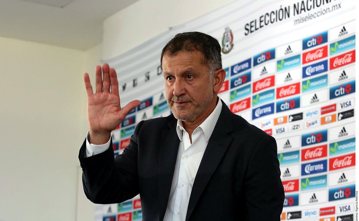 Juan Carlos Osorio, técnico de la Selección Mexicana de futbol, conformará dos Selecciones, una para disputar la Confederaciones (17 de junio-2 de julio) y otro para la Copa Oro (7-26 de julio); no habrá jugadores que disputen ambas competencias./ AGENCIA REFORMA