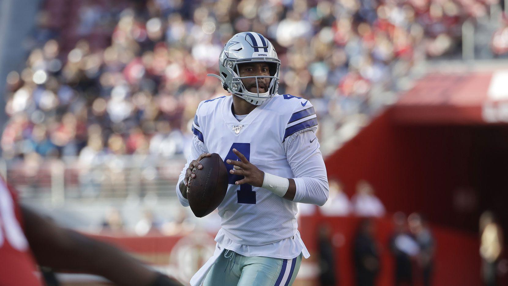 Dak Prescott (4) jugó pocos minutos con los Dallas Cowboys ante los San Francisco 49ers.