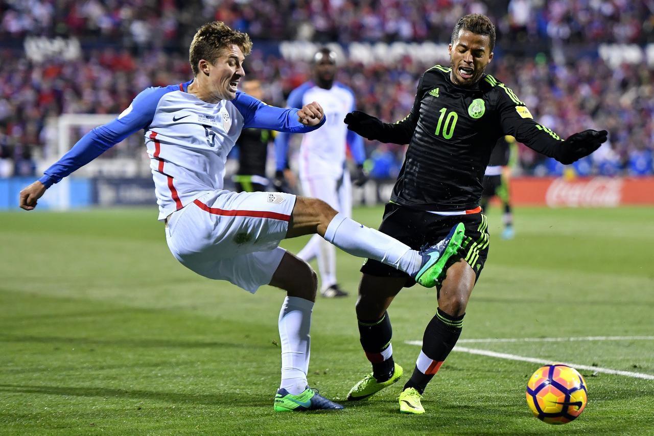 El jugador del Galaxy de Los Ángeles, Giovani dos Santos (10), encabezará el ataque de México contra Islandia. (GETTY IMAGES/JAMIE SABAU)