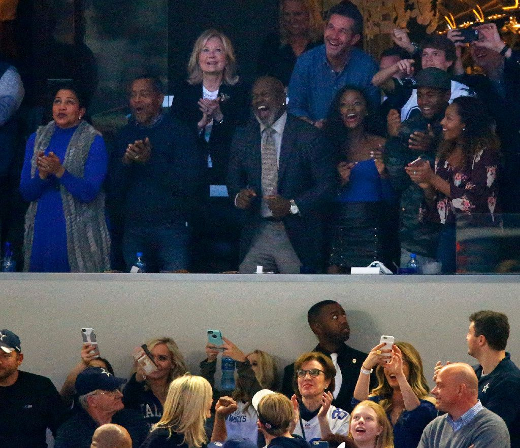 Former Dallas Cowboys Hall of Fame running backs Emmitt Smith (center, right) and Tony Dorsett (center, left) cheer on their team as they make a come back during the fourth quarter of their NFC Divisional playoff game at AT&T Stadium in Arlington, Texas, Sunday, January 15, 2017. (Tom Fox/The Dallas Morning News)