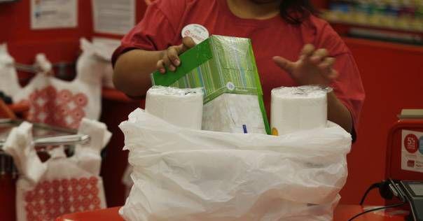 Fabricantes de bolsas de plástico demandaron el viernes al ayuntamiento de Dallas por el cobro de 5 centavos a cada bolsa que utilizan en sus tiendas. (DMN/ARCHIVO)