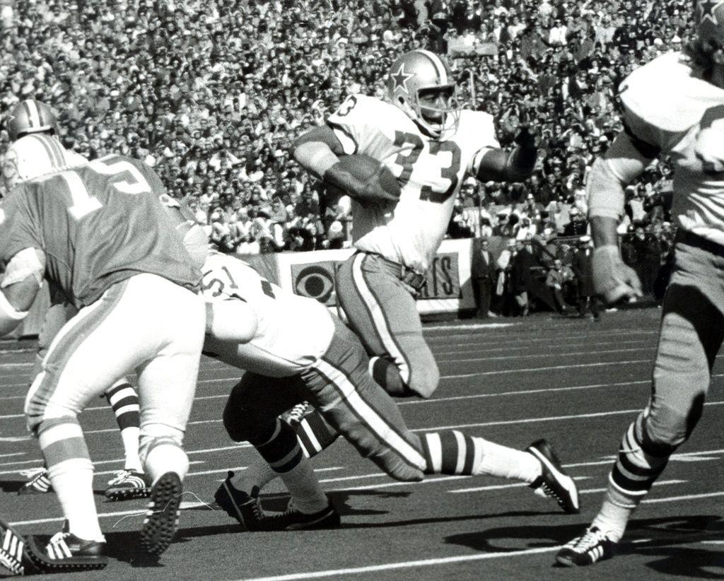 Duane Thomas (33) of the Cowboys running hard.