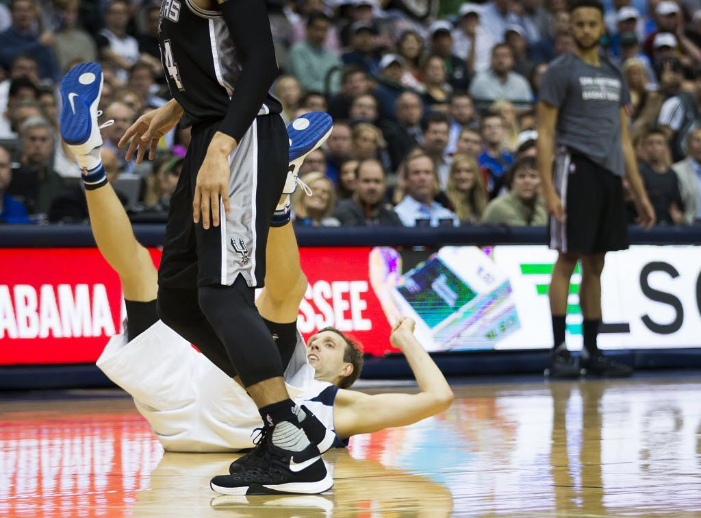 Mavericks' forward Dirk Nowitzki suffered a bruised bone on his right knee early in Monday's Game 2 victory at Oklahoma City, coach Rick Carlisle said Tuesday. He's being listed as day-to-day.  (Smiley N. Pool/The Dallas Morning News)