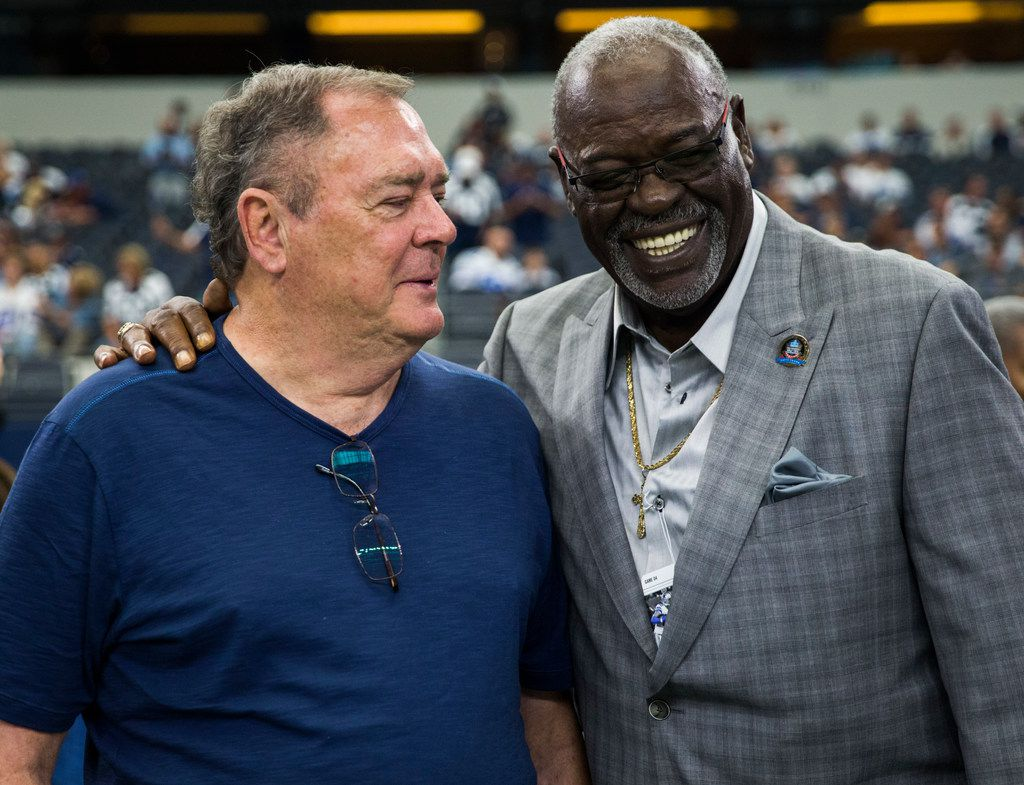 Former Dallas Cowboys players Craig Morton and Rayfield Wright talk on the sideline before an NFL football game between the Los Angeles Rams and the Dallas Cowboys on Sunday, October 1, 2017 at AT&T Stadium in Arlington, Texas. They were honored on the field before the game. (Ashley Landis/The Dallas Morning News)