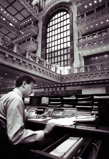 ORG XMIT: *S0420224872* Shot August 28, 1987 - Gary Kirvo, assistant vice president of loan syndications for capital markets, handles business on the trading floor at MCorp's new 60-story Momentum Place headquarters in Dallas.