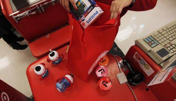 Las tiendas de Dallas a partir de esta semana comenzaron a cobrar 5 centavos por cada bolsa de plástico, en respuesta a un nuevo reglamento municipal. (DMN/MICHAEL AINSWORTH)