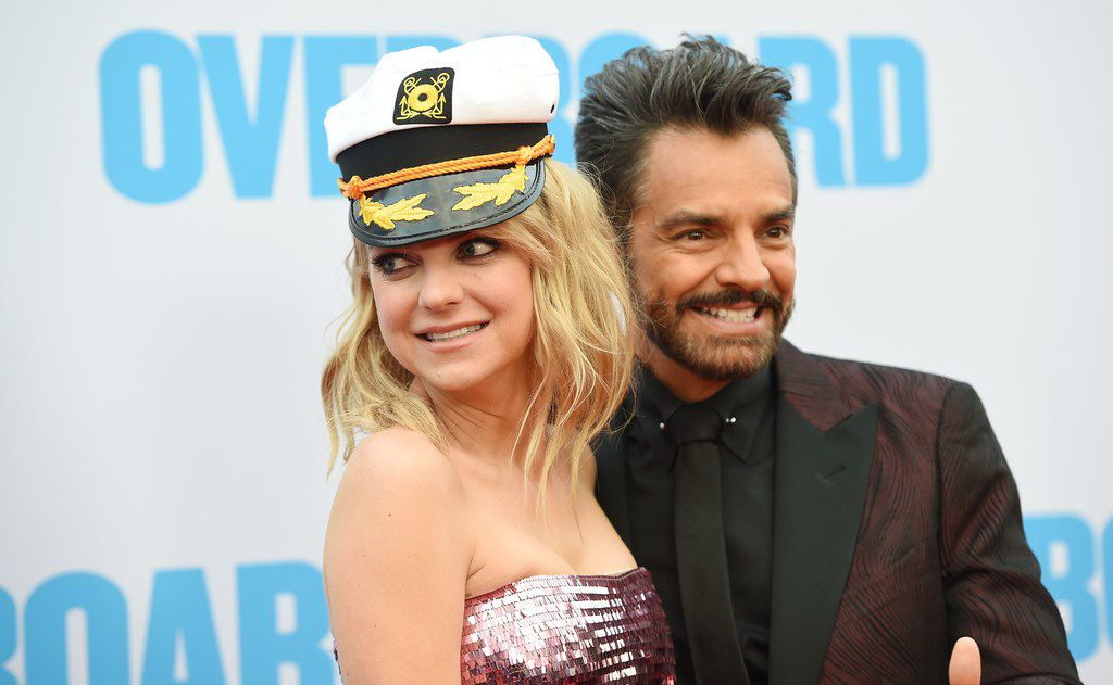 """Anna Faris (L) and Eugenio Derbez attend the premiere of """"Overboard"""" on April 30, 2018 at the The Regency Village Theatre in Los Angeles, California. / AFP PHOTO / Robyn BeckROBYN BECK/AFP/Getty Images"""