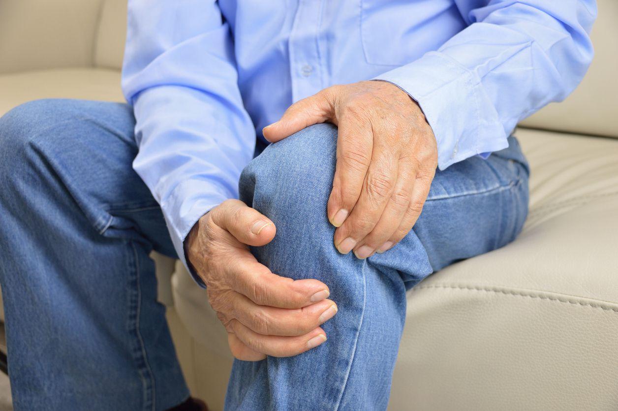 Las lesiones en las rodillas son comunes en personas mayores a los 50 años. iStock.