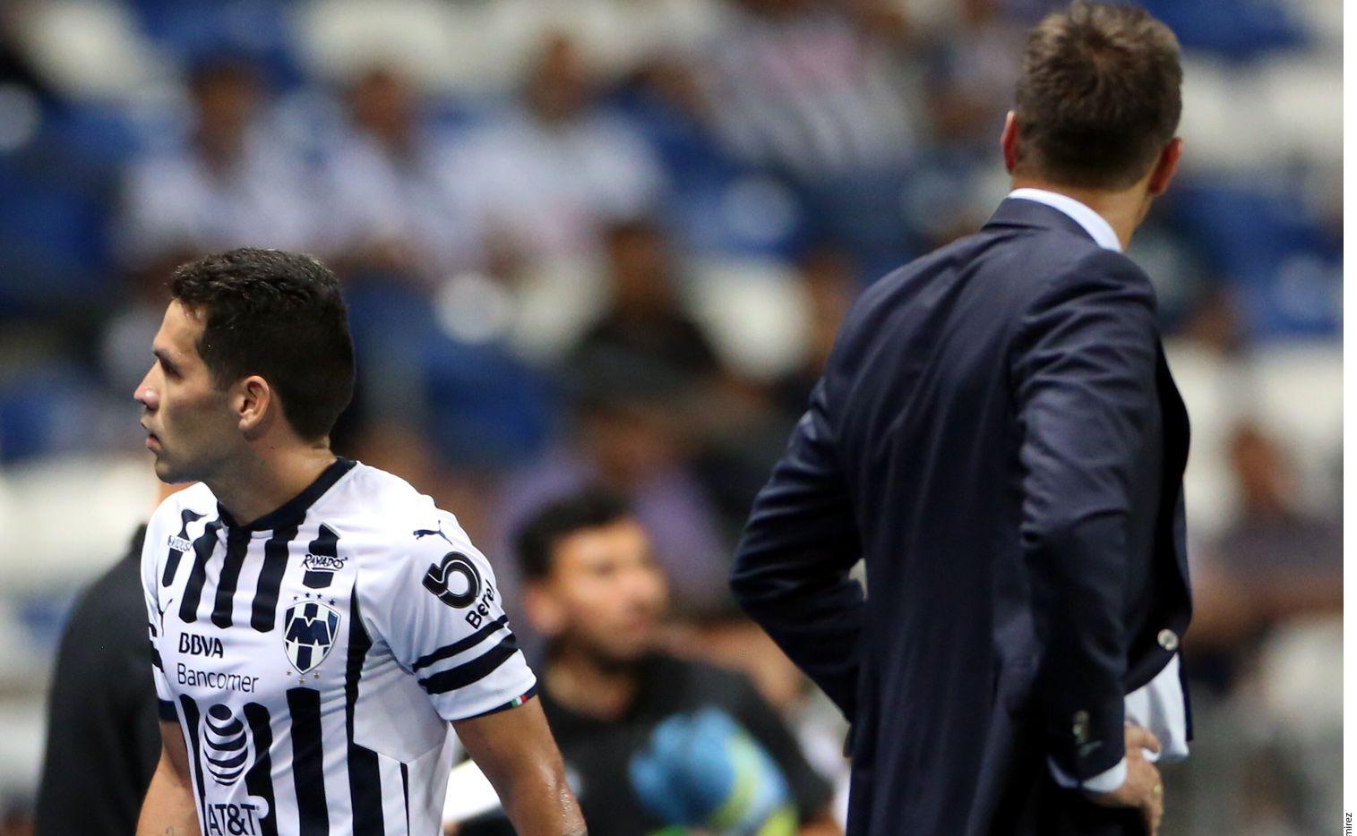 Celso Ortiz se molestó con Diego Alonso tras ser relevado en duelo de Copa MX. Agencia Reforma