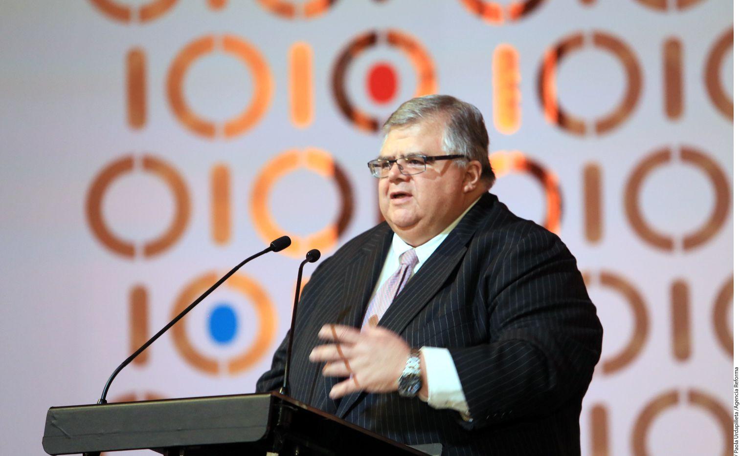 Agustín Carstens, gobernador del Banco de México, dejará su cargo en julio de 2017 para entrar a trabajar al Banco de Pagos Internacionales a partir de octubre del mismo año./ AP
