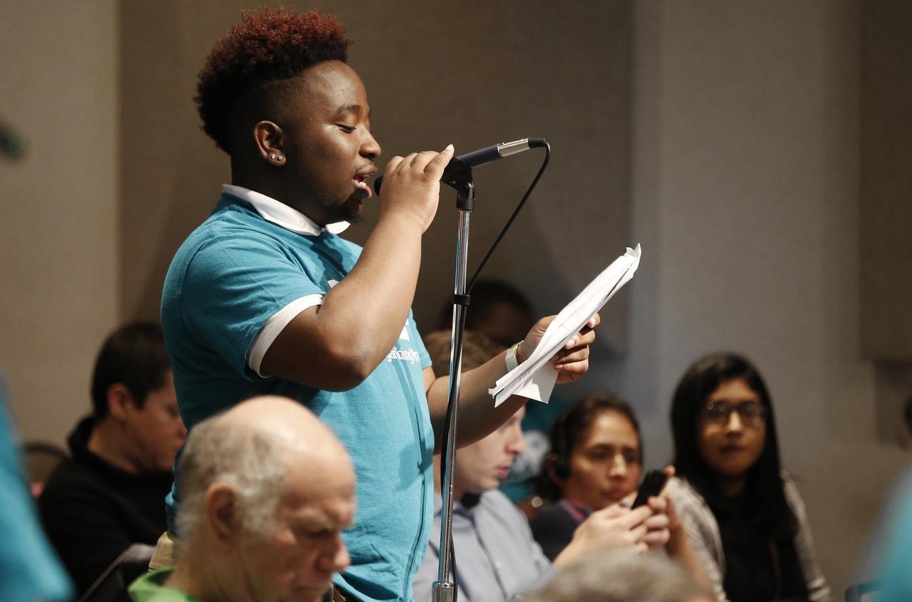 Dejaun Johnson, un estudiante de último año en Townview Magnet Center, se pronunció en contra de las suspensiones como política disciplinaria en el distrito. (DMN/BRANDON WADE)