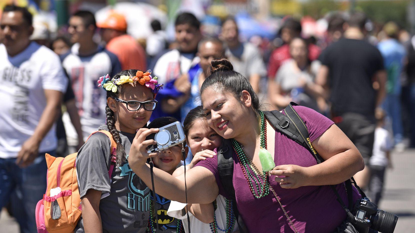 La presencia de los hispanos ya no es novedad en cualquier manifestación cultural. En el 2022 serán mayoría en Texas. (DMN/BEN TORRES)