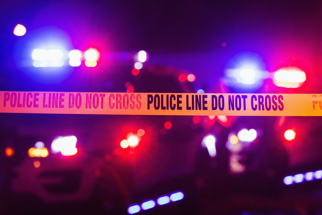 La policía investiga una escena de crimen. iSTOCK