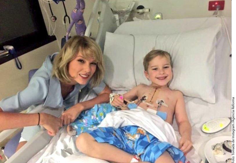 La cantante Taylor Swift  pasó tiempo con los pacientes en el hospital Lady Cilento, en South Brisbane, Australia./AGENCIA REFORMA