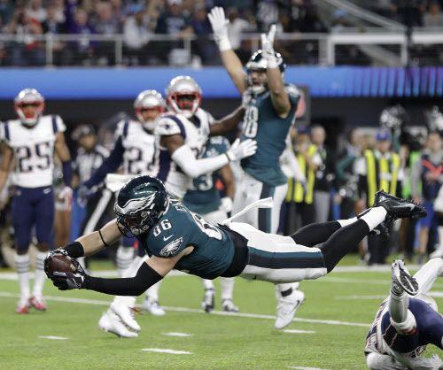 Zach Ertz anota touchdown. Foto AP
