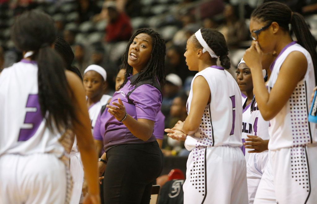 Lincoln coach LaJeanna Howard speaks with her players during a game against Skyline in 2017. (Steve Hamm/Special Contributor)