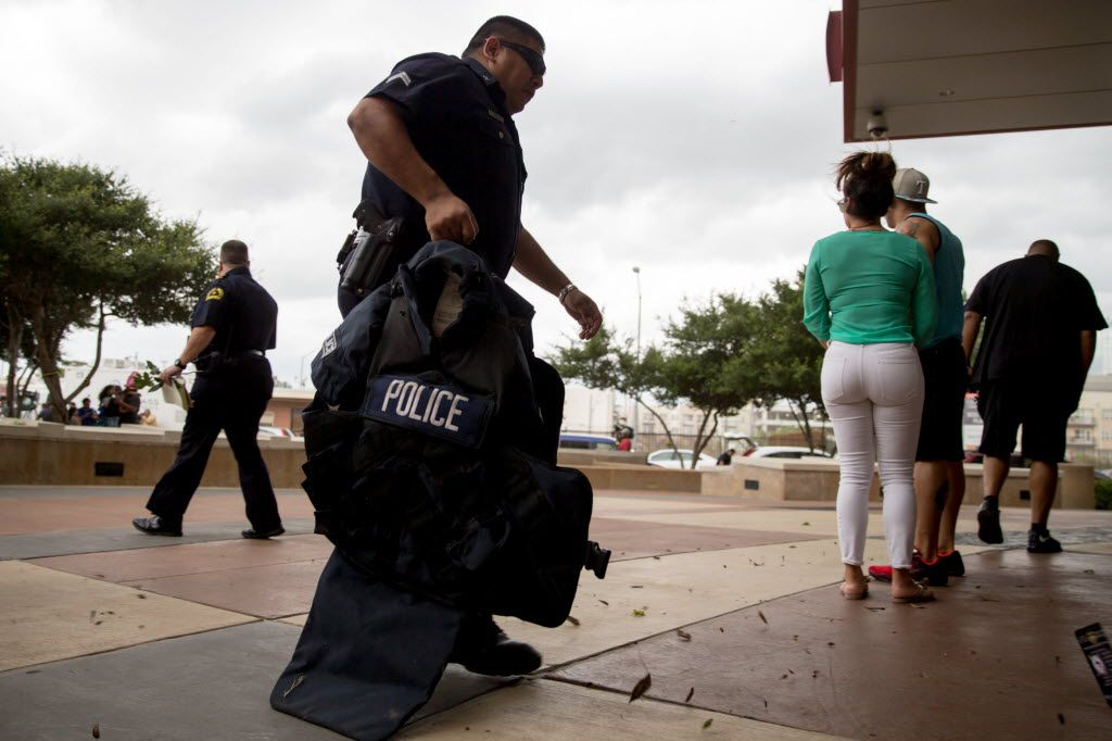 A DPD police officers carry heavy armor into the Dallas Police Headquarters on July 9, 2016 in Dallas. (Ting Shen/The Dallas Morning News)