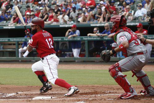 Rougned Odor (12) conectó un cuadrangular de tres carreras el domingo para los Texas Rangers. (AP Photo/Mike Stone)
