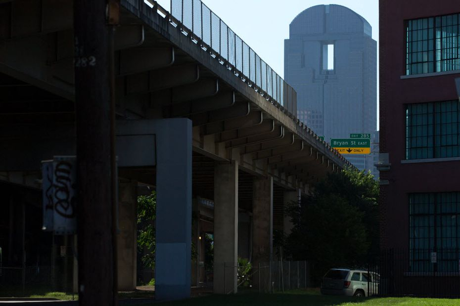 Interstate 345 divides Deep Ellum (right) and downtown Dallas (left) as the Chase Tower looms in the background on June 17, 2016 in Dallas, Texas. (Ting Shen/The Dallas Morning News)
