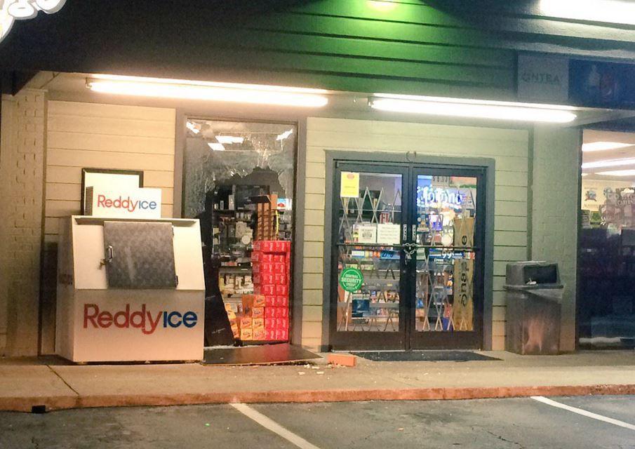 Ladrones atacaron la tienda Flamingo Beer & Wine en el Norte de Dallas.(DPD)