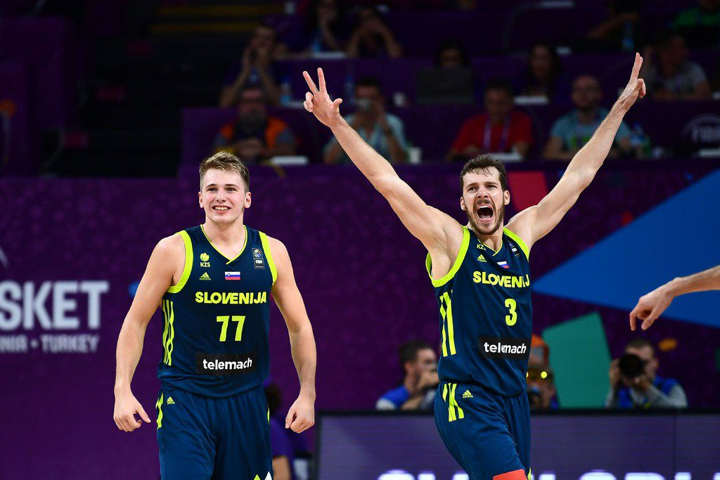 Slovenia's guard Luka Doncic (C) and Goran Dragic (R) celebrate after scoring during the FIBA Eurobasket 2017 men's semi-final basketball match between Spain and Slovenia at the Fenerbahce Ulker Sport Arena in Istanbul on September 14, 2017. / AFP PHOTO / OZAN KOSE        (Photo credit should read OZAN KOSE/AFP/Getty Images) ORG XMIT: 4308