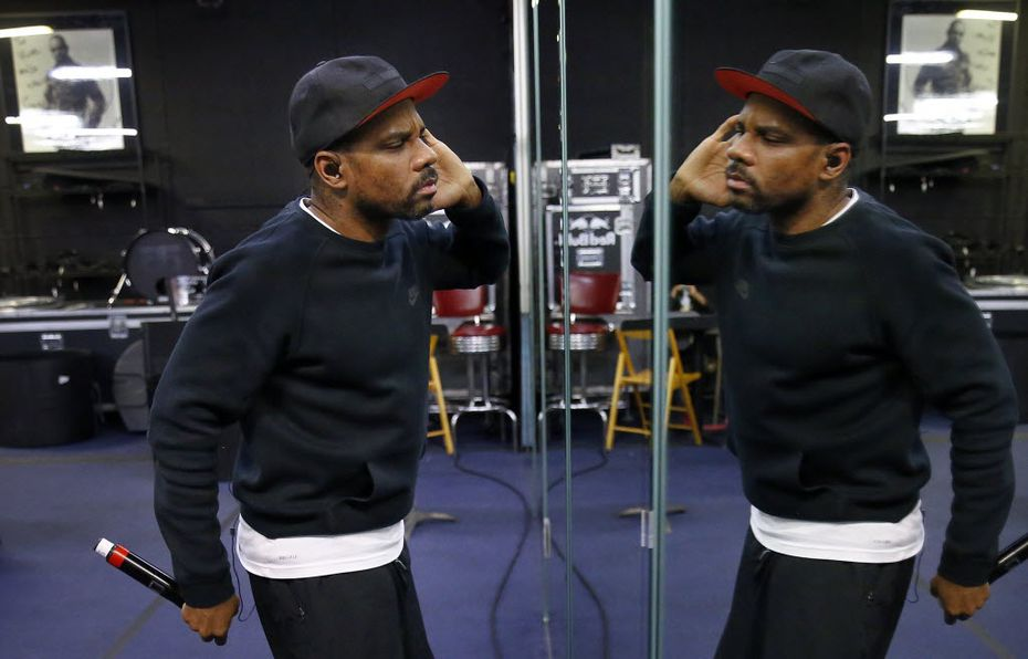 Gospel superstar Kirk Franklin uses the mirror wall to practice his show performance during a run-through at Universal Rehearsal in Dallas. (Tom Fox/The Dallas Morning News)