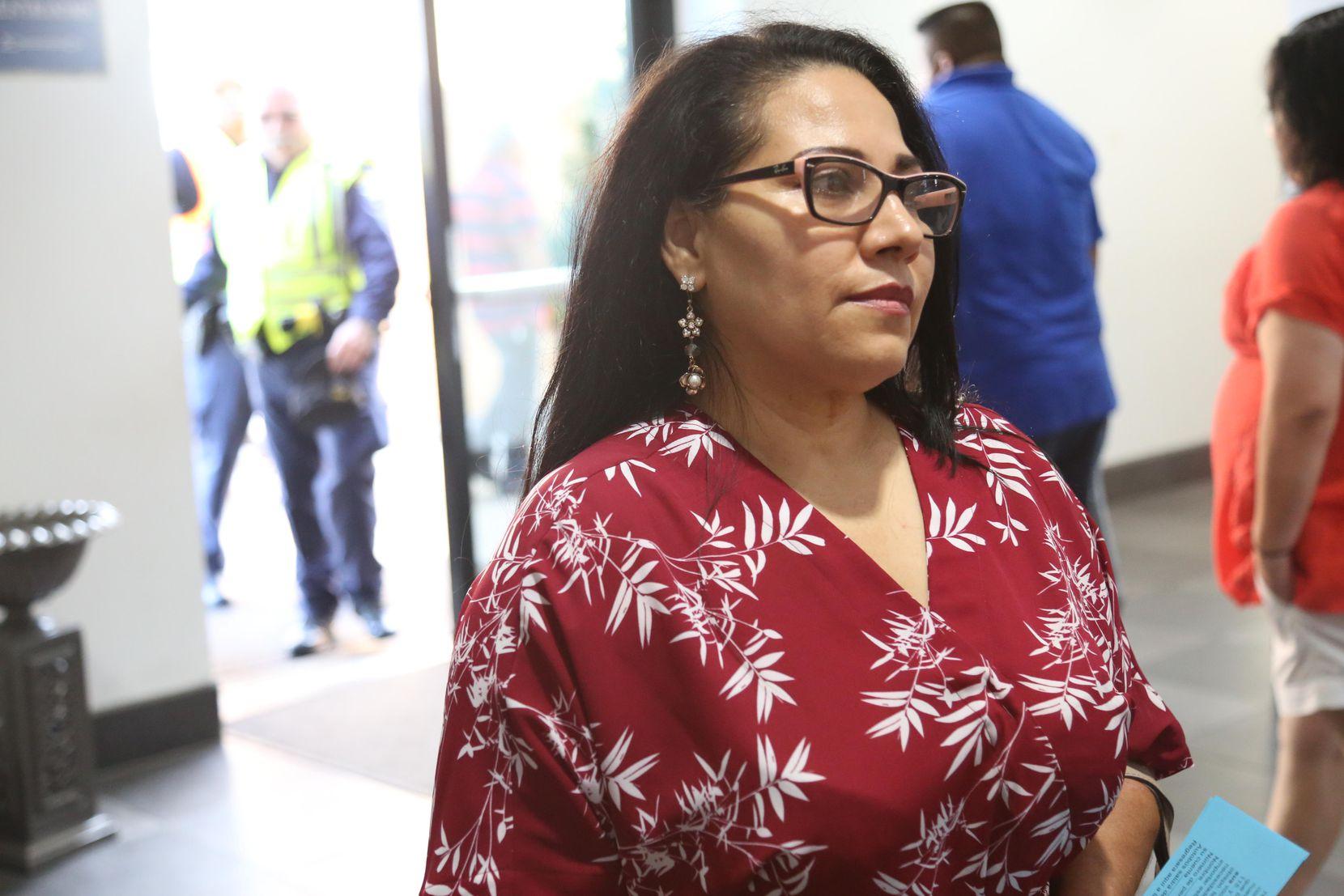 Maria de Jesús Fuerte ha optado por no usar servicios públicos federales mientras espera su residencia permanente.7, 2018. OBED MANUEL/DMN