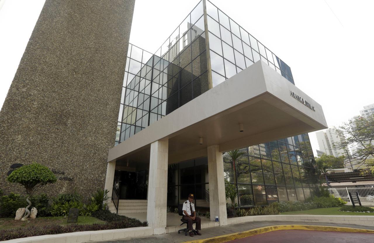 Las oficinas de la firma de abogados Mossack Fonseca en la ciudad de Panamá. El bufete ayudaba a crear empresas a partir de capitales offshore. Una filtración de documentos reveló nombres de poderosos, entre los que figuran presidentes, habrían participado de este esquema. (AP/ARNULFO FRANCO)