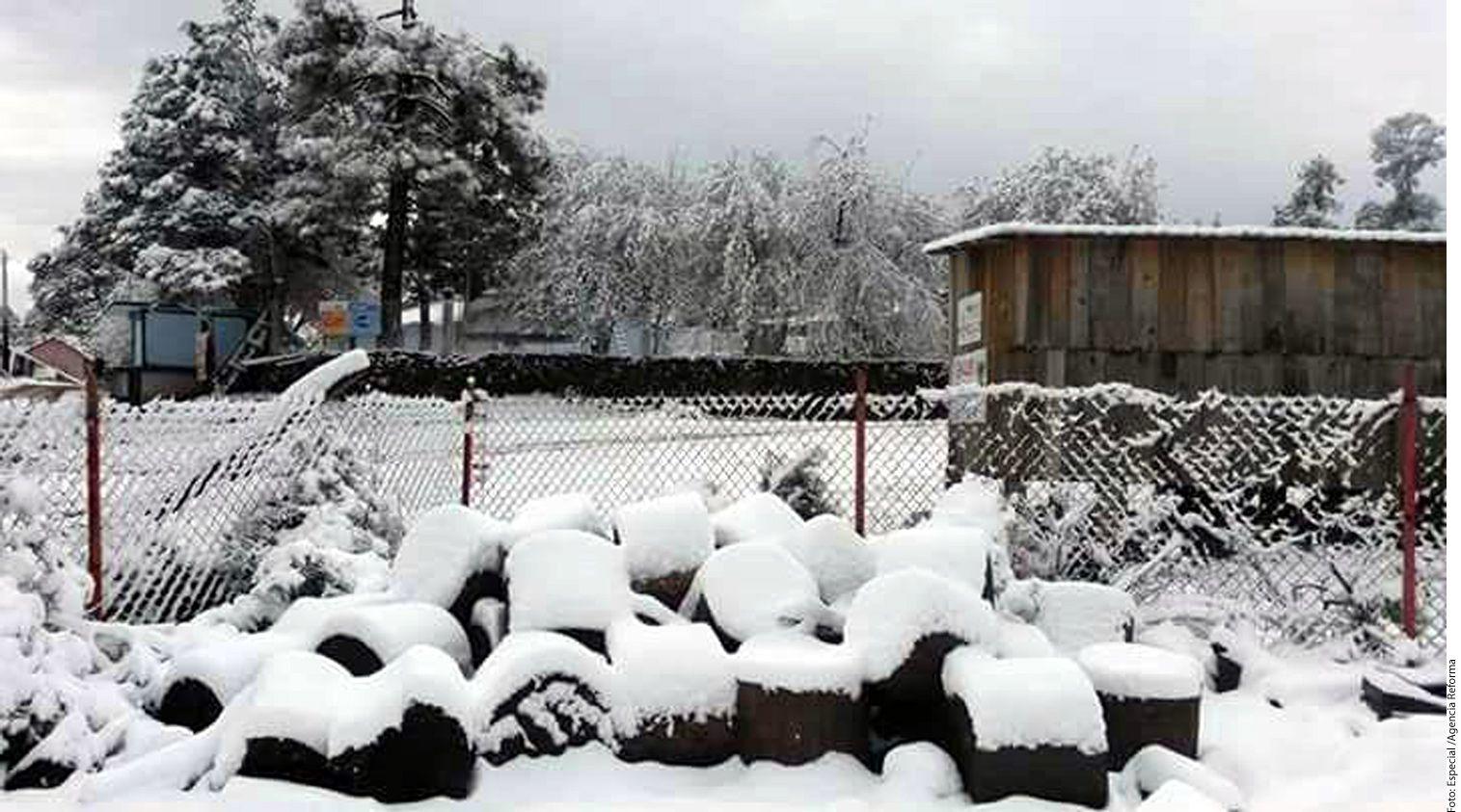 La Comisión Nacional del Agua (Conagua) alertó sobre la caída de nieve y aguanieve en zonas serranas de Sonora, Sinaloa, Chihuahua, Durango, Zacatecas, Coahuila y Nuevo León. (AGENCIA REFORMA)