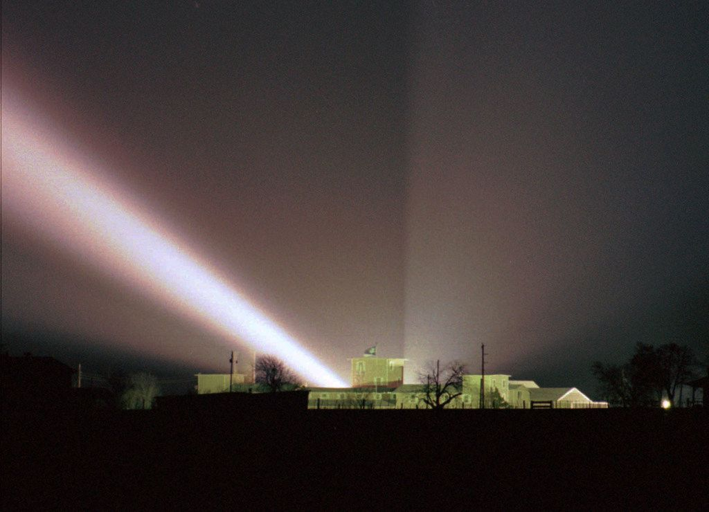 A spotlight shines over the compound. Agents flooded the Davidians with light and blasted the compound with music and noises.