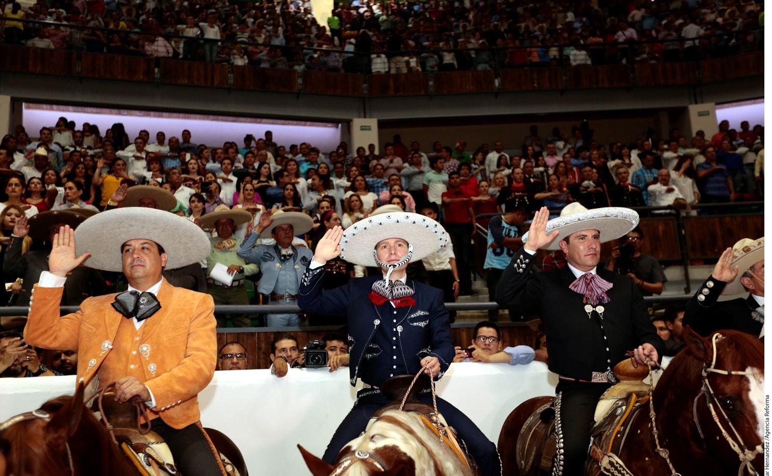 Los Gobernadores de Puebla y Tamaulipas, Rafael Moreno Valle (der.) y Francisco García Cabeza de Vaca (izq.), respectivamente, acompañaron al Gobernador de Chiapas, Manuel Velasco (centro), en la inauguración del Campeonato Charro 2016./AGENCIA REFORMA