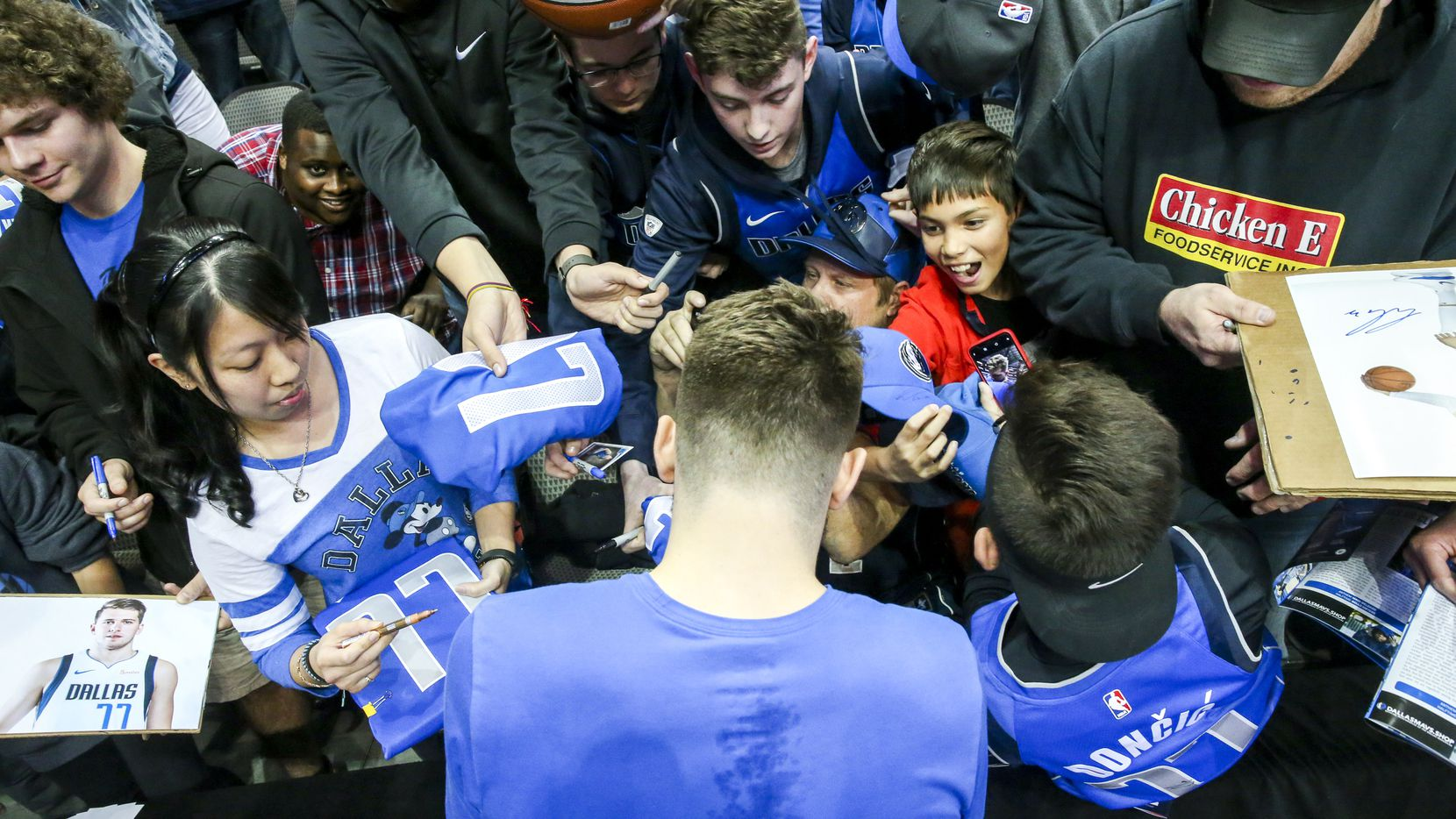 Dallas Mavericks forward Luka Doncic (77) signs autographs for fans before an NBA basketball game at American Airline Center in Dallas on Tuesday, Jan. 22, 2019.  (Shaban Athuman/The Dallas Morning News)
