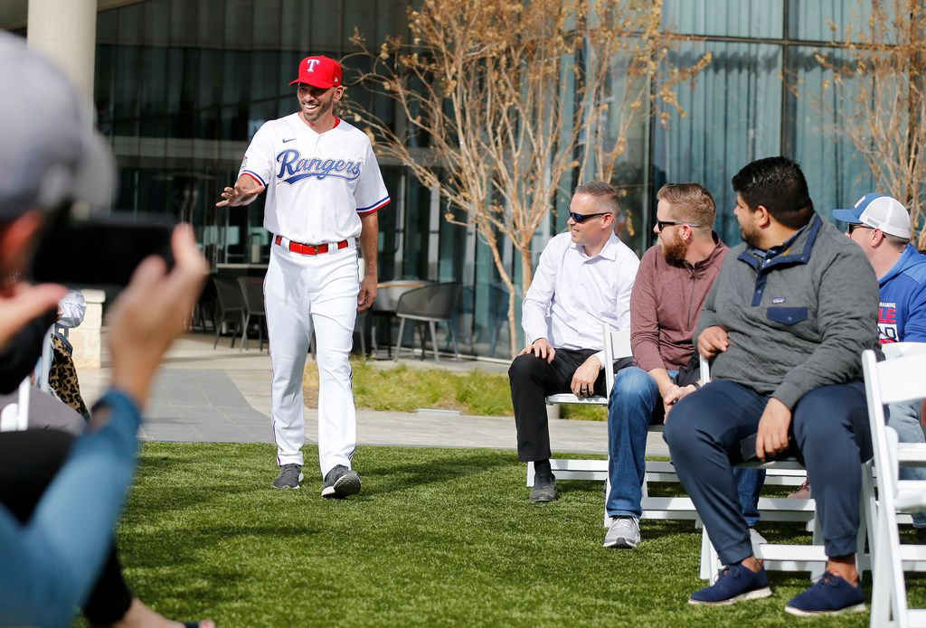 Texas Rangers manager Chris Woodward walks the aisle during the unveiling of the 2020 uniforms at Live! next to Globe Life Field in Arlington, Texas on Wednesday, December 4, 2019. (Vernon Bryant/The Dallas Morning News)