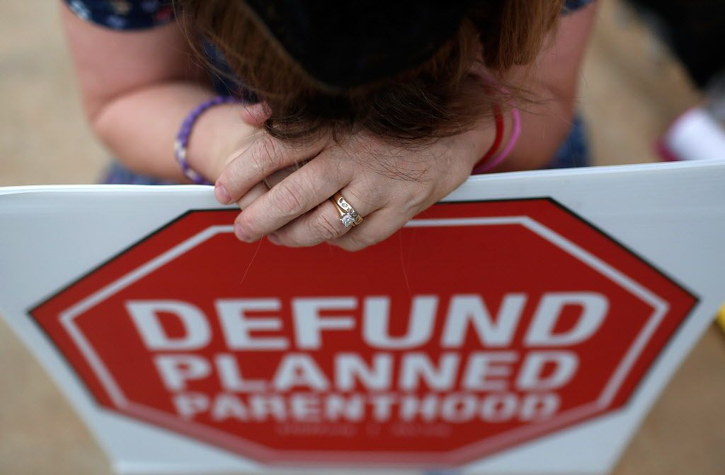 Right to Life advocate Linda Heilman prays during a sit-in in front of a proposed Planned Parenthood location while demonstrating the group's opposition to congressional funding of Planned Parenthood on September 21, 2015 in Washington, DC. (Photo by Win McNamee/Getty Images)