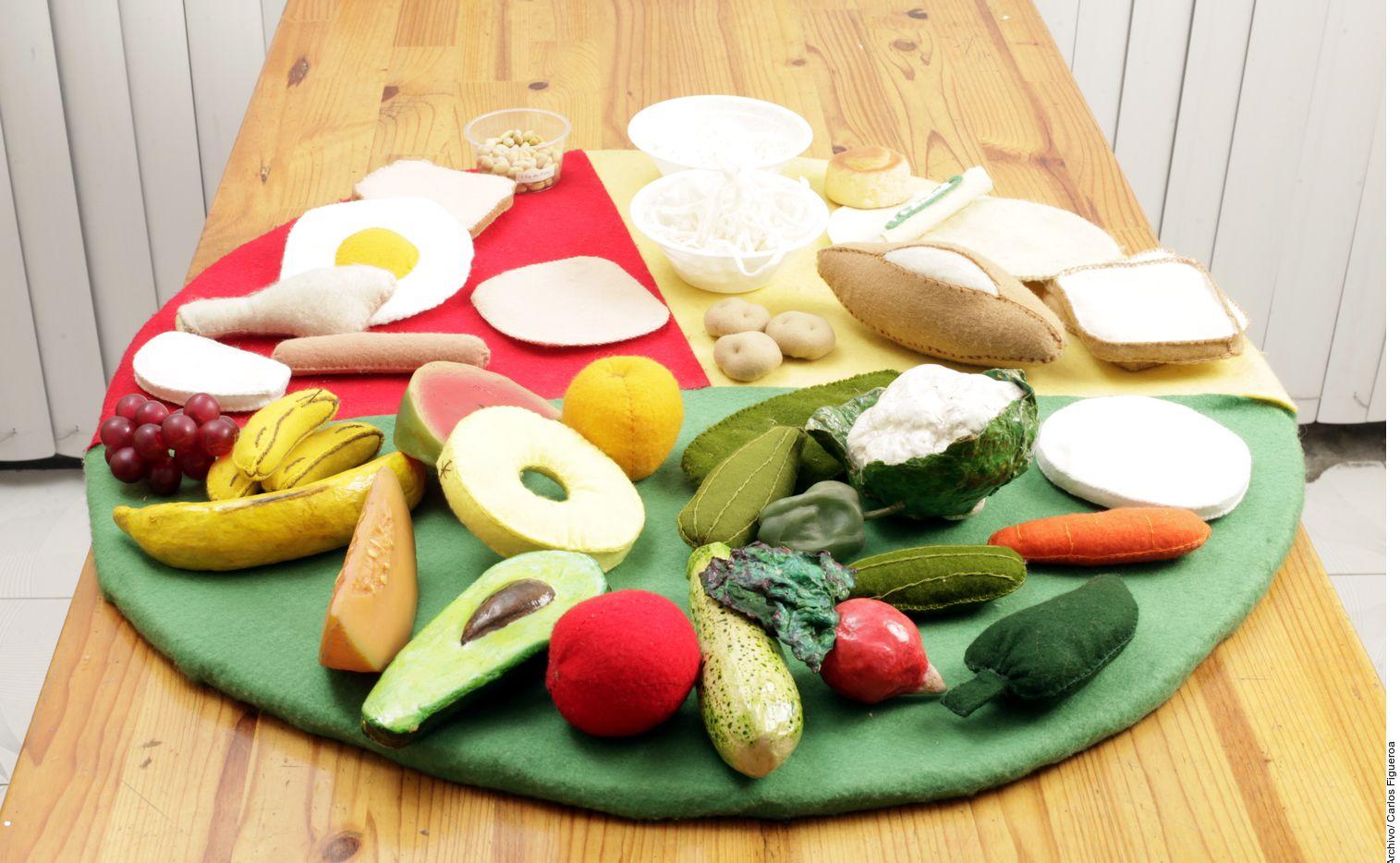 La propuesta, que busca reducir la pandemia de obesidad y los males crónicos que provoca, es duplicar el consumo de alimentos saludables como frutas, verduras, legumbres y frutos secos. (AGENCIA REFORMA)