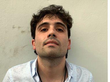 Ovidio Guzmán López, hijo del capo Joaquín 'El Chapo' Guzmán, fue detenido en Culiacán, Sinaloa, reportaron autoridades del Ejército.